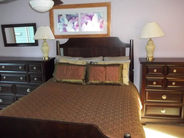 Song Lake Bed & Bath Suite Tully NY