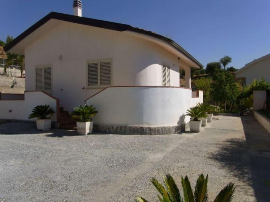 Casa dependance houses for rent in condofuri marina for Piani di casa con guest house annessa