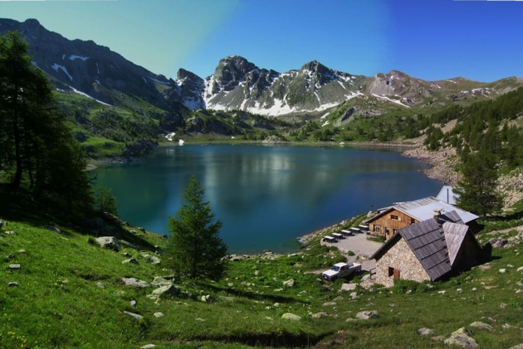 Lac d'Allos, the largest natural high altitude lake in Europe (2228m), photo courtesy of Val d'Allos tourism