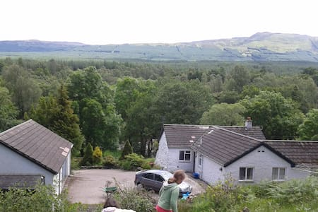 Cosy and tranquil 400 year old Riverside Cottage - Stirling - House