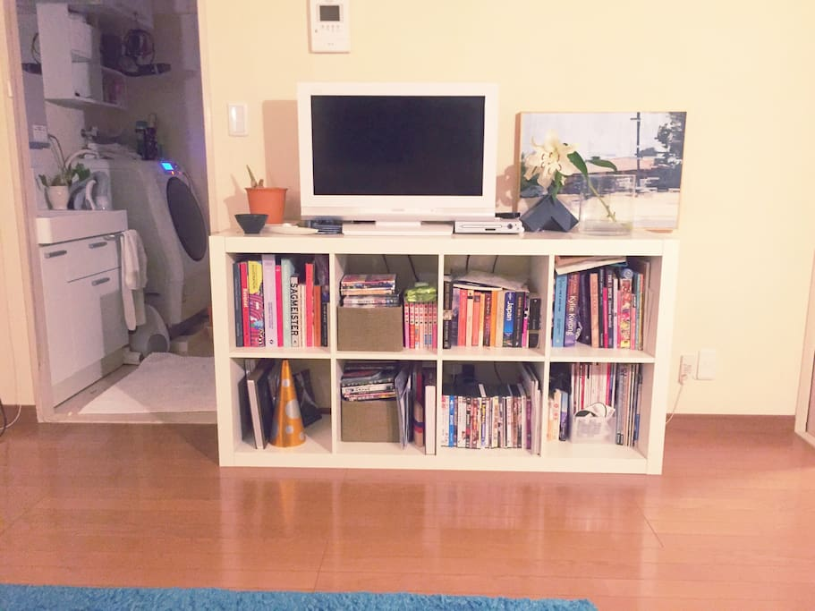 TV with ApplrTV. And lots of DVDs , high fashion magazine and recipe books