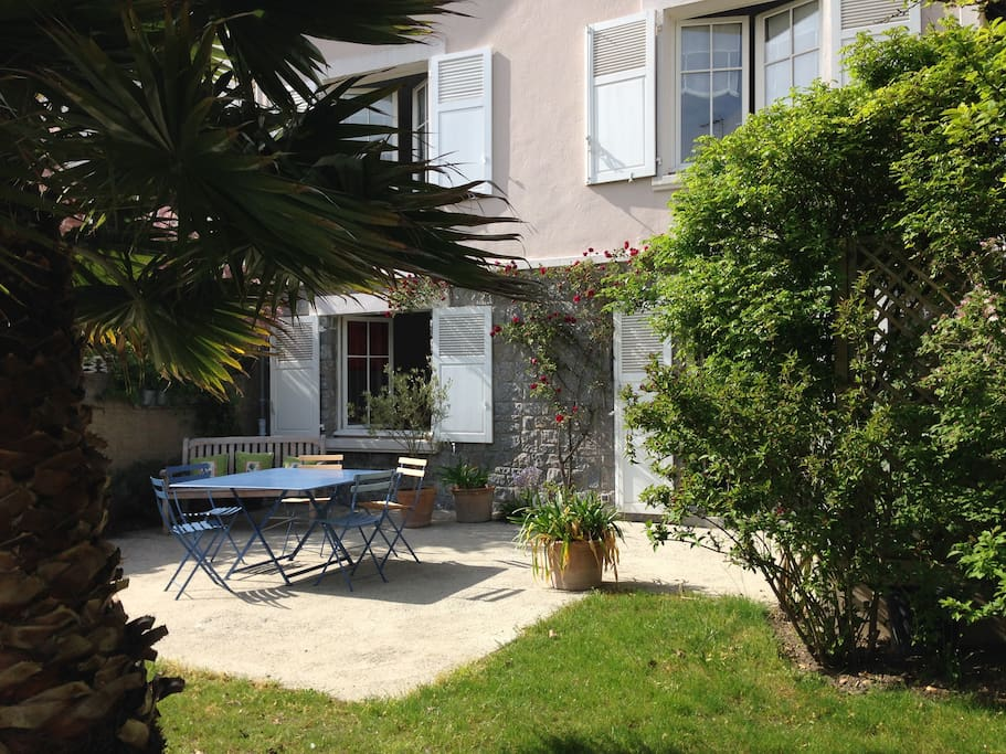 Situated in a quiet safe  area , minute walk to the beach.