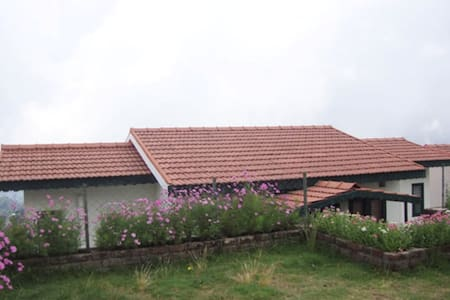 Luxury Double Bed room Cottage - Kodaikanal