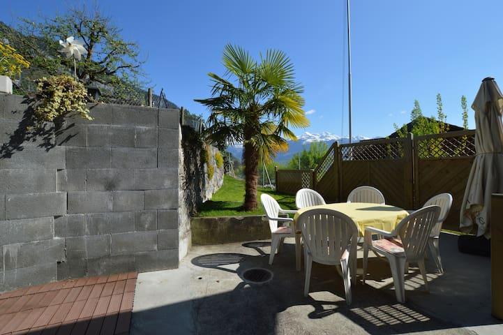 Chalet mit See- und Alpensicht - Merligen - Casa