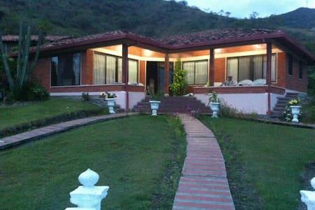 Villa Martha: La Union, Colombia - Villa