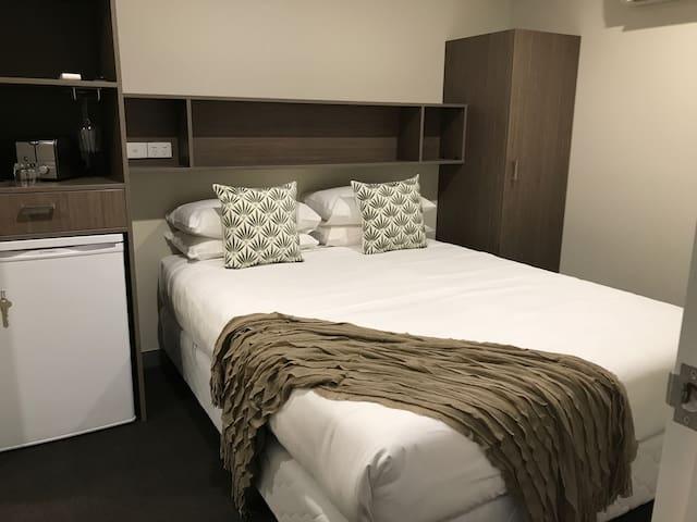 Heathcote Inn Room 7-8