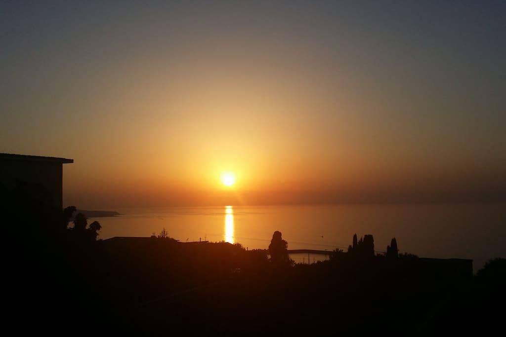 Solnedgång från altanen Vibo Valentia Pizzo