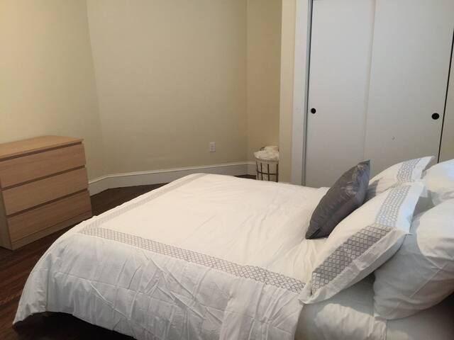 Beautiful Entire Apt in Boston- 6 minute walk to T - Boston - Apartment
