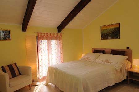 La Valle Vigne Room in Monferrato - Asti - Bed & Breakfast