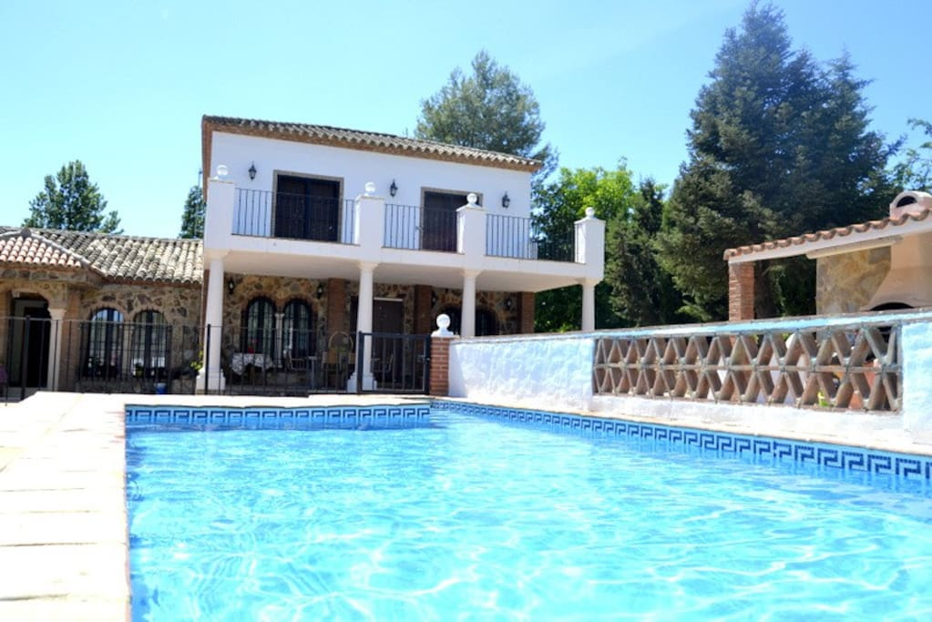 Casa de campo con piscina casas en alquiler en ronda for Apartamentos en madrid con piscina
