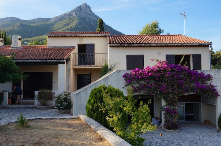 Cottage 12pers, swimming-pool, PMR, TOULON, HYERES