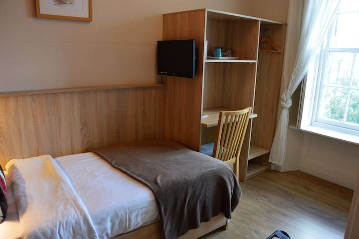 Dene Guest House, Single Ensuite Room