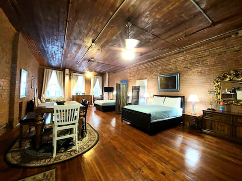 New Orleans Suite  - 2 Min Walk to French Quarter