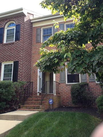 Quiet 3BD Townhome for Papal Visit - Royersford - House