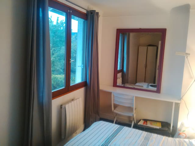 furnished room in house near essec