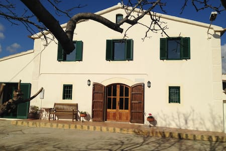 B&B in shared Artist and Creatives Country House - Castellví de la Marca
