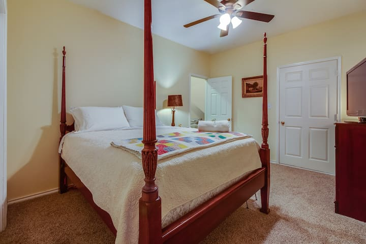 antique sturdy 4 poster bed with queen pillow top mattress. very comfy pillows. main bedroom also features full size closet and quiet multi speed ceiling fan.