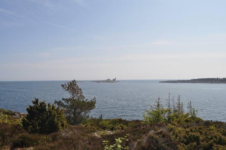 Mitten im Wald und auch am Meer - Homborsund