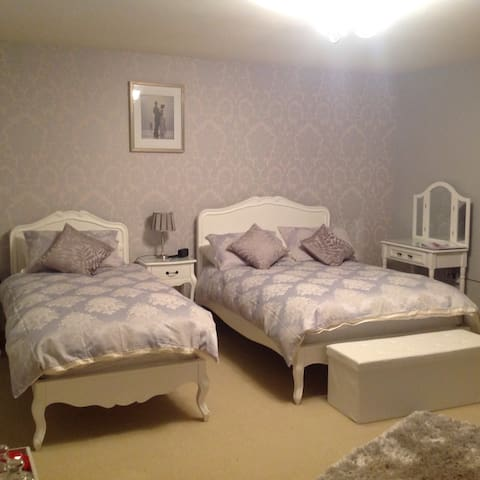 High quality en suite B&B room - Whitby