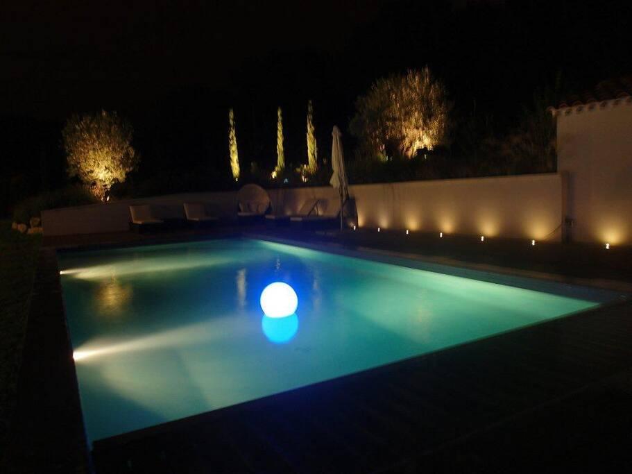 Espace piscine nuit