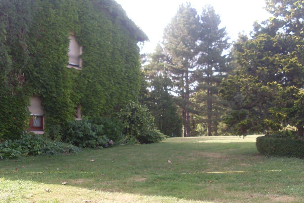 Maison au milieu d'un parc de un hectare