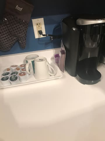 Help yourself to a cup of Joe in the morning! Variety of cups provided or bring your own.