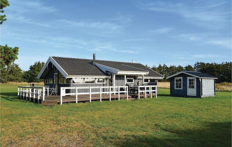 Holiday cottage with 3 bedrooms on 73 m² in Ringkøbing