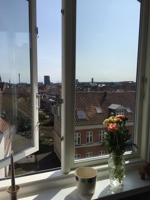 Charmerende lejlighed midt i Øgaderne, Aarhus C