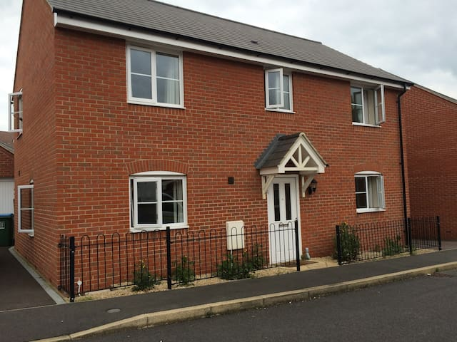 Excellent Brand New House close to many attraction - Aylesbury