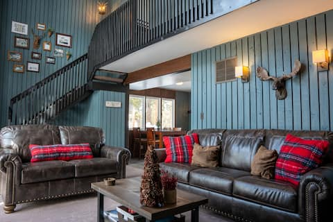 Mountain lodge! Only steps from Main St & lifts!