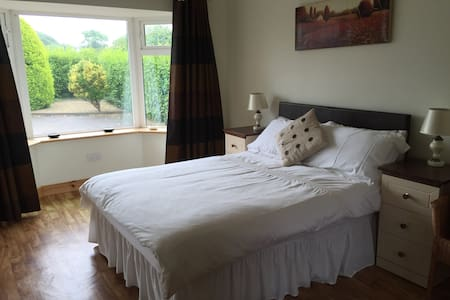 Comfy Double Room, private entrance - Bantry