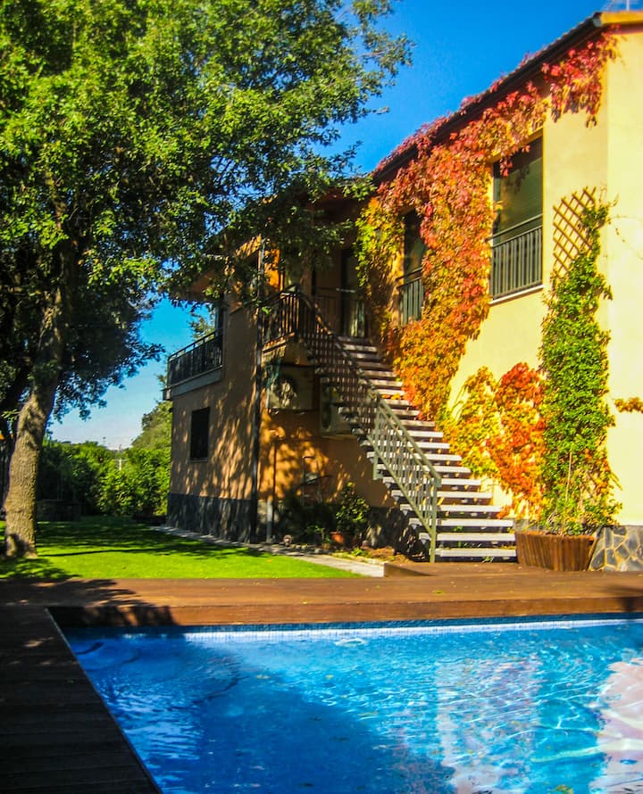 Sunny villa with pool and AC