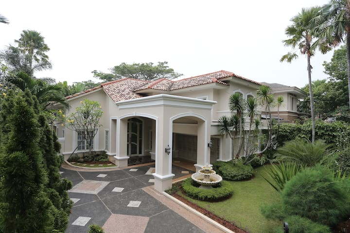The Luxury House in Lippo Karawaci
