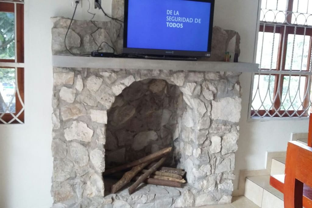 Chimenea y TV (cable)
