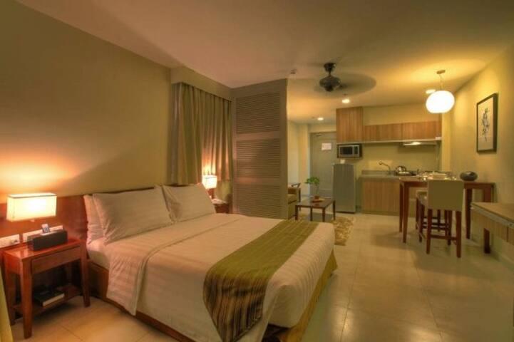 Azalea Hotel Deluxe with Front View Balcony - Baguio - Pis