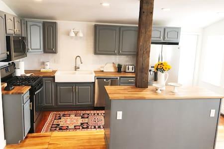 Modern Barn - 2 Bedroom, Great location!