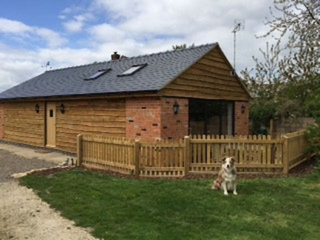 Character 2 Bed Barn - Little Witcombe - Hus