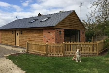 Character 2 Bed Barn - Little Witcombe - บ้าน