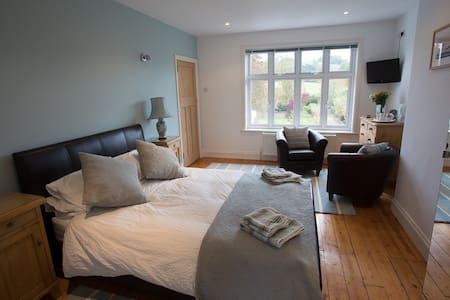Front Room (Double ensuite) - Builth Wells
