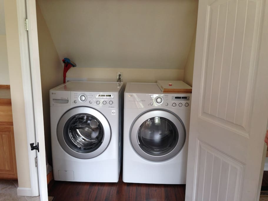 Washer/dryer in closet off living room