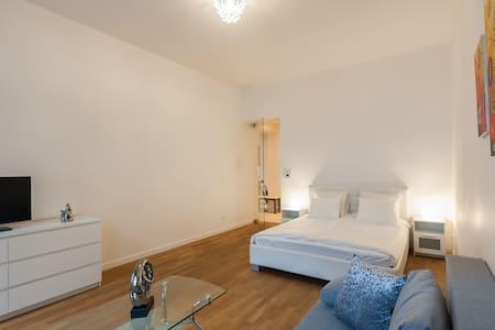 Designer Apartment 2BDR 60m2 #1 - Praha - Leilighet