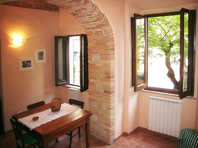 Bright apartment in medieval town - Sarteano - Daire