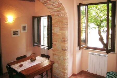Bright apartment in medieval town - Sarteano