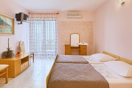 Vila Kunjic - Nice Big Room No.3. - Budva - Talo