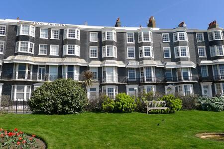 Spacious seafront apartment - Brighton