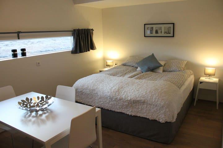 Private Room for 4 ppl w/bathroom - Reykjanesbær - Hospedaria