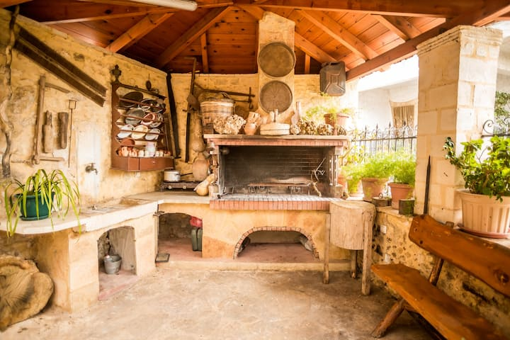 Manelis House Cretan hospitality!