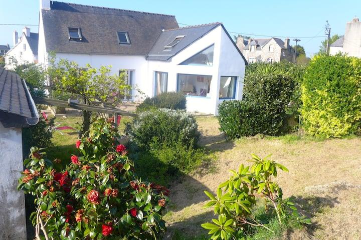 Jolie maison et jardin à 1 klm de la plage !