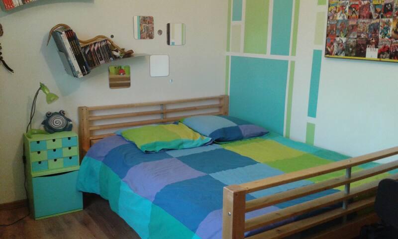 Chambre avec lit double - Poncin - Ev
