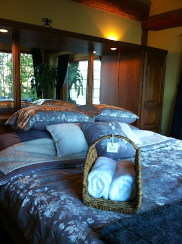 King size bed in master suite with vaulted ceilings.